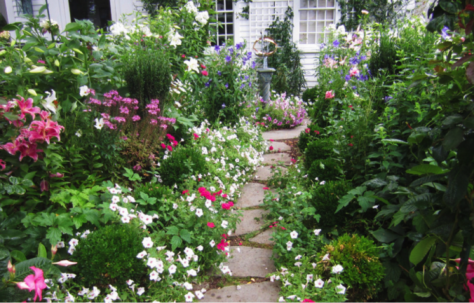 7 of The Prettiest Garden Inspirations You'll Ever See