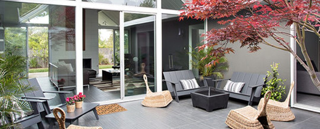 5 Mid-century Modern Backyards to Die for
