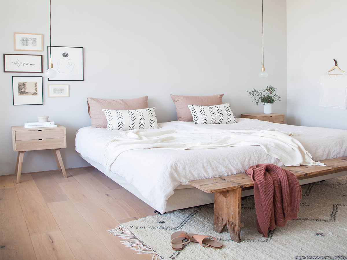natural wood geometric rug bedroom